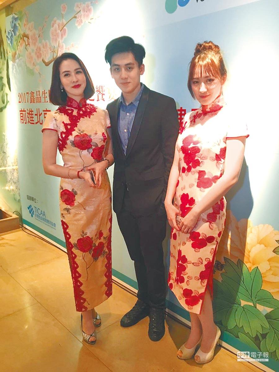 金友莊(左起)、寶弟和阿寶一家人都有高顏值。(金友莊提供)