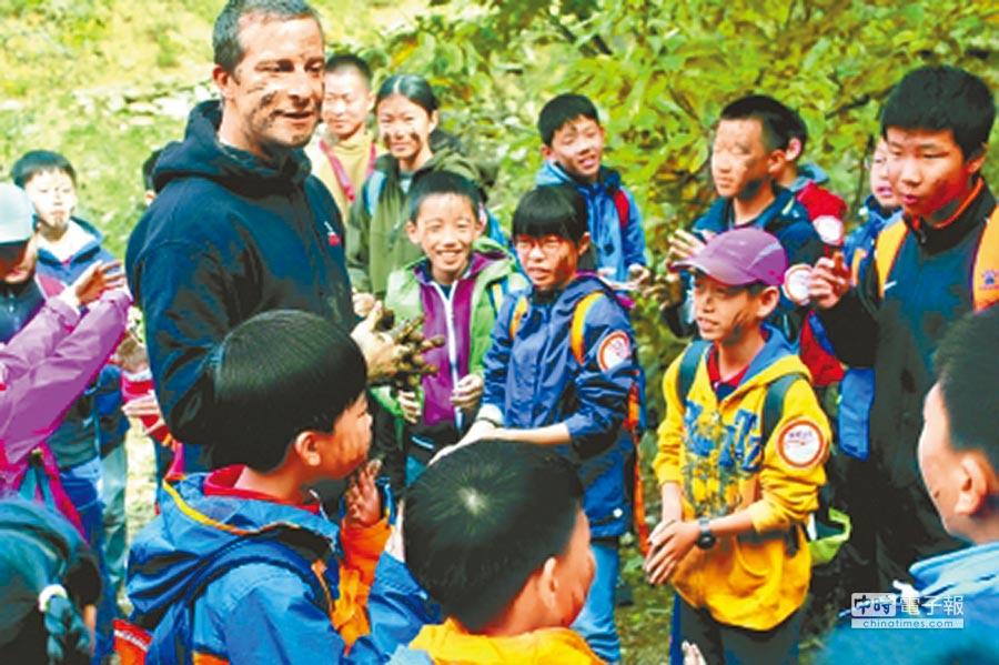 貝爾帶領北京孩子 體驗野外生存圖:白繼開