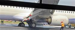 華航班機爆胎 高雄機場關閉到下午5點 7千人受影響