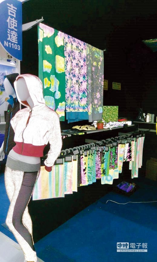 吉使達公司推出彩虹反光圖騰布料,獲多彩反光、發光、變圖等三合一發明專利,其反光兼具時尚、活潑、美觀、安全警示效果。圖/李水蓮