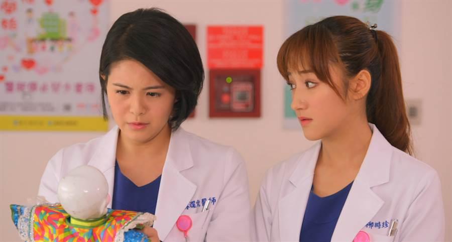 林柏妤(左)和夏宇禾對戲。(民視提供)
