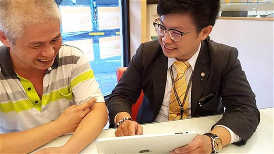 永慶房屋考試院店李柏煊入行3年,累積總銷突破6億元!希望2年後在台北市,買下一間房,跟家人一起住。