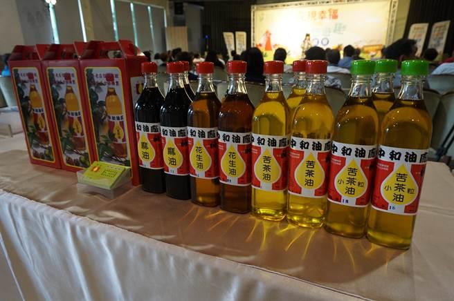 后里當地的中和油廠也推出各式油品優惠。(王文吉攝)
