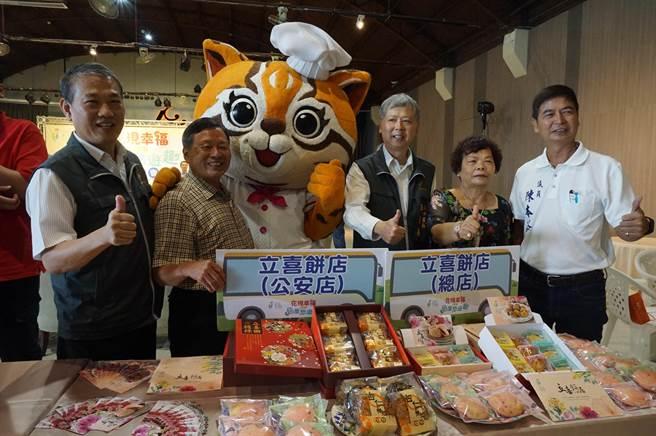 后里當地知名的立喜餅店也到場行銷。(王文吉攝)