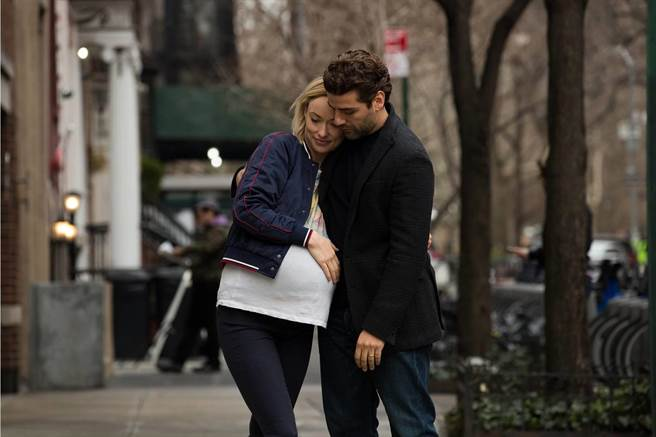 片中威爾和艾比因為傳奇音樂人巴布狄倫而相識相戀,兩人從校園戀愛一路走向紅毯的另一端,並且滿懷期待地準備迎接他們第一個孩子「狄倫」。(傳影提供)