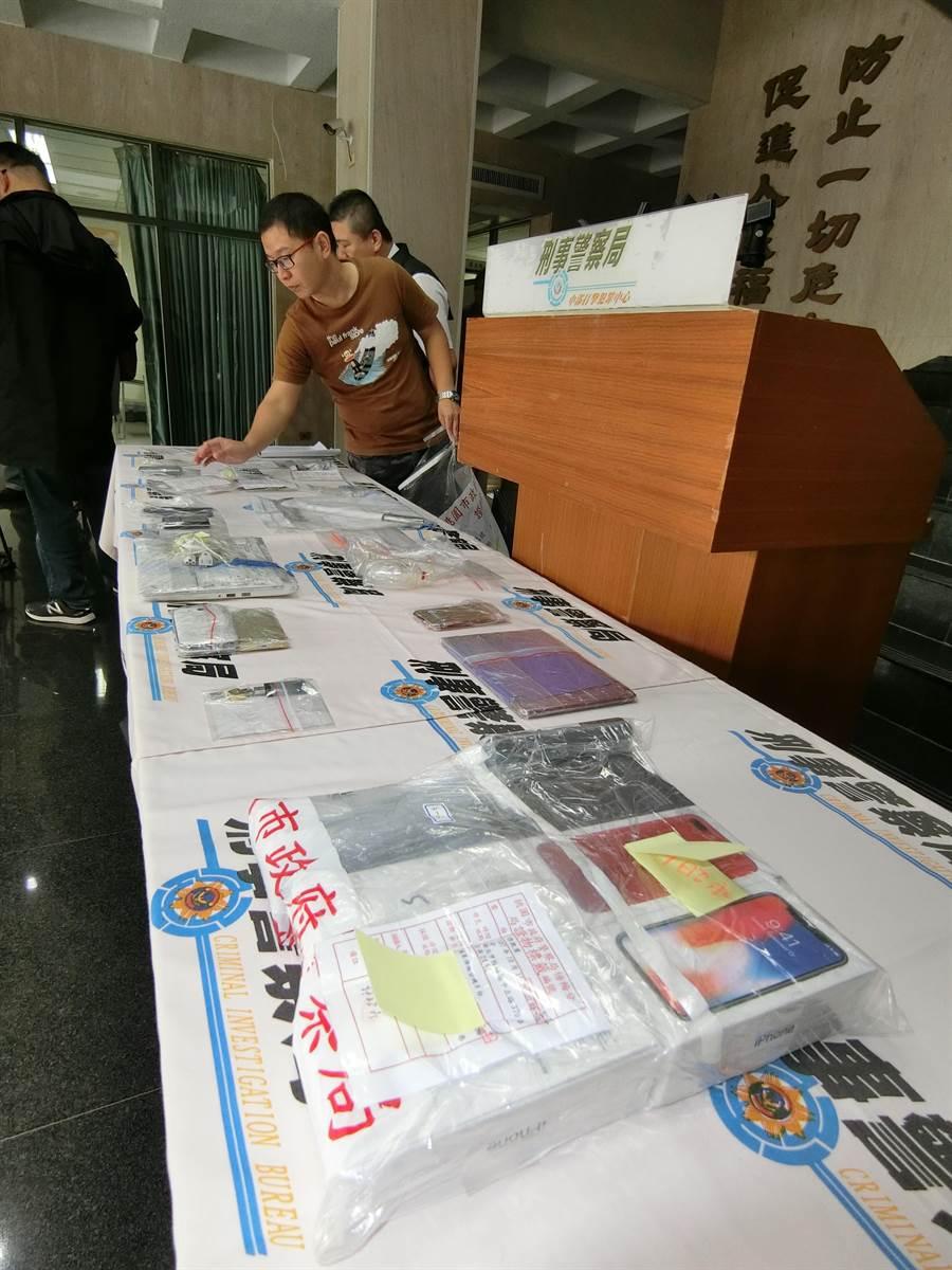 警方痛斥「賊仔狀元才,騙子尚厲害」,詐欺手法讓不少網路賣家受害。(盧金足攝)