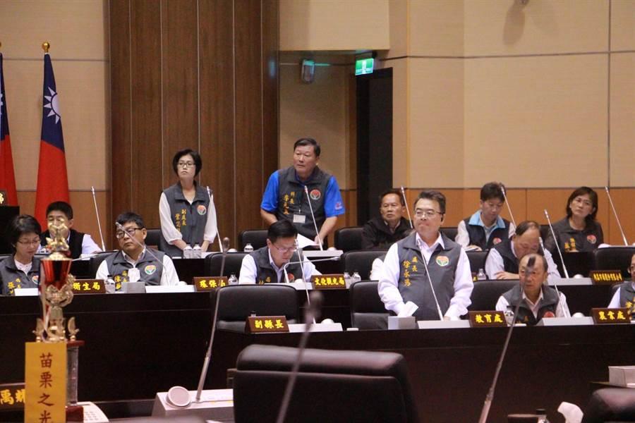 縣府教育處官員皆因全民運動會爭議,被點名質詢。(何冠嫻攝)
