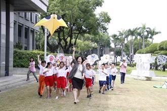 屏東國際風箏節起跑 蔚藍天空呈現海底世界