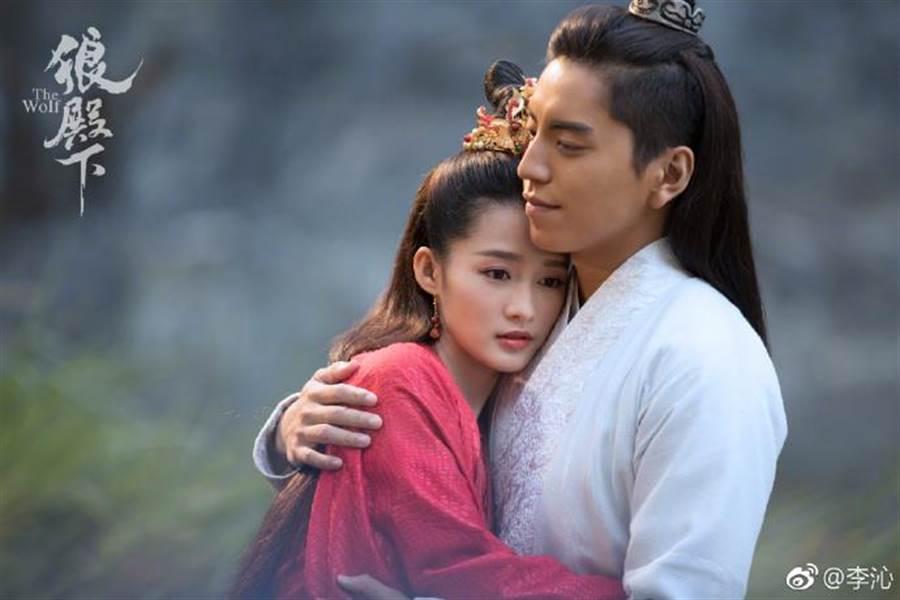 李沁與王大陸演出的《狼殿下》也即將在近期播出。(圖/翻攝自微博)