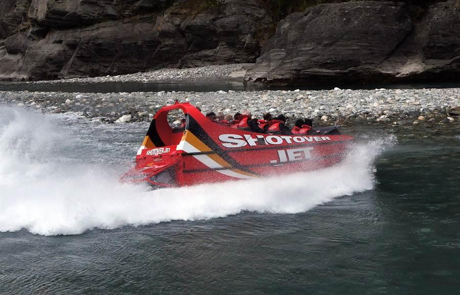 紐西蘭皇后鎮是高空彈跳發源地,在此能體驗多元刺激的極限運動,包括跳傘、高空彈跳、乘坐激流飛艇等。(圖自2017 from pxhere)