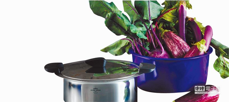 比漾廣場益康屋KUHN RIKON休閒鍋HOTPAN藍寶紫2L,原價1萬900元、特價6999元。(比漾廣場提供)