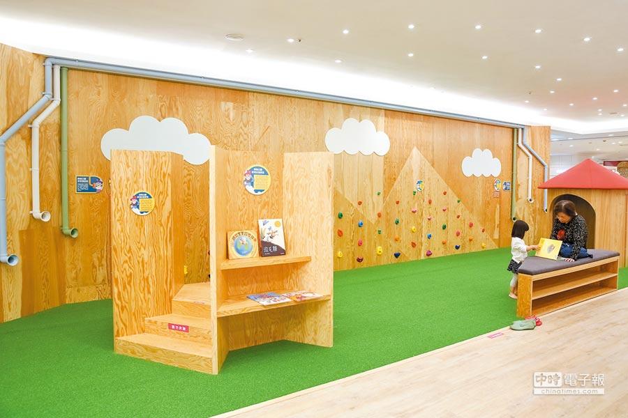 比漾廣場3F兒童歡樂天地在中庭設有幼兒探索公園,有可愛造型溜滑梯和造型小木屋,讓親子共享美好時光。(蘇蔓攝)