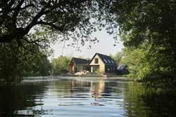 寧靜悠遠的湖畔度假屋 英國。諾福克 Backwater