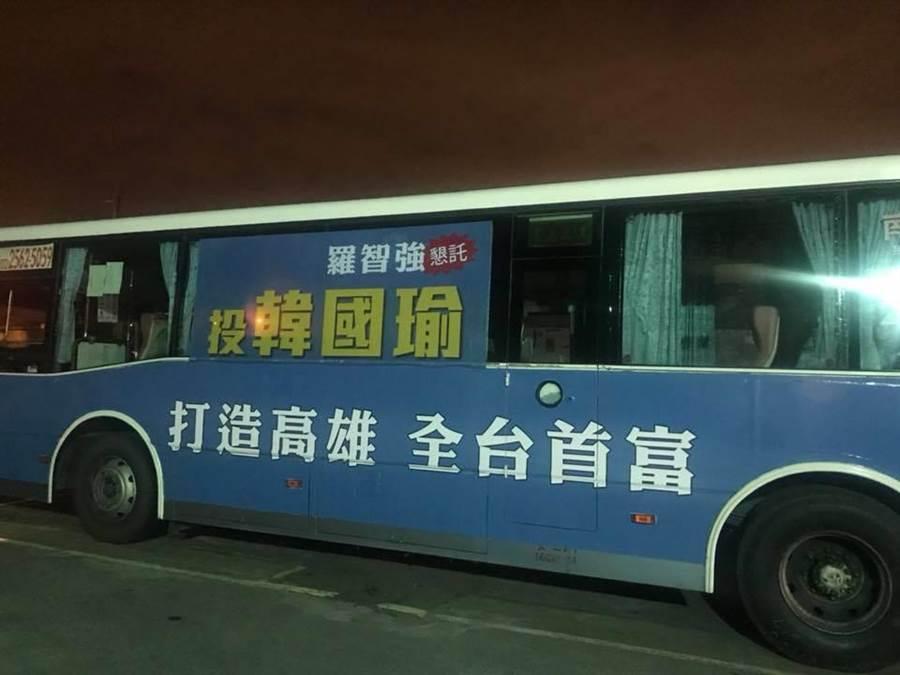每當羅智強說他把省下的經費看板經費,支援100輛公車廣告給韓國瑜,現場都會報以熱烈的掌聲。(羅智強臉書)