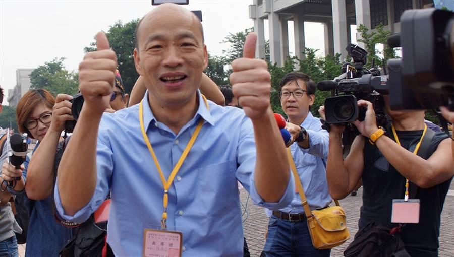 高雄市長韓國瑜(前左)。(中央社)