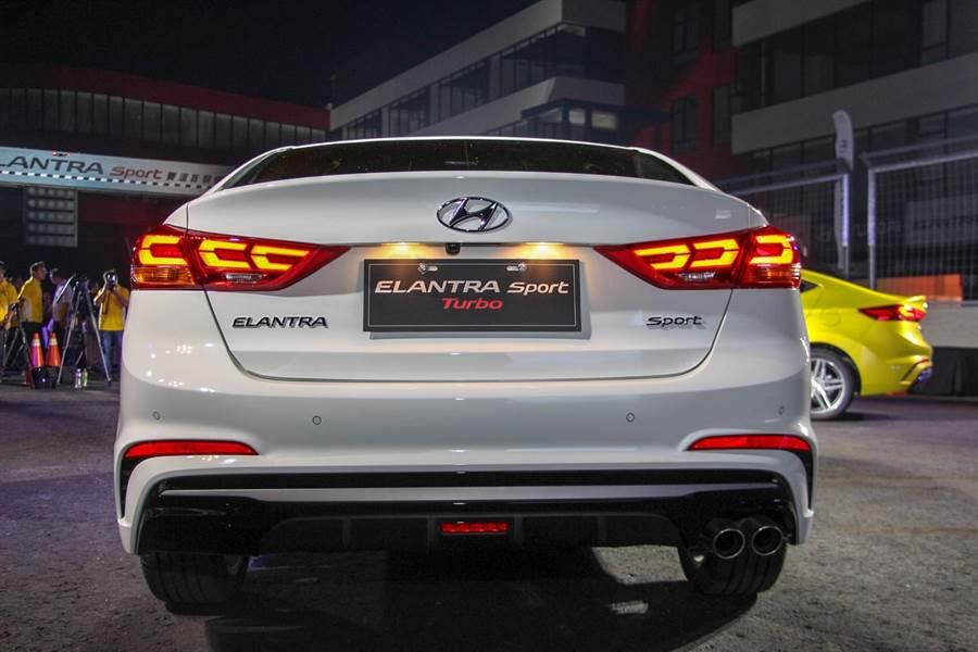 HYUNDAI ELANTRA SPORT尾燈採用LED箭矢型造型,完美呈現出性能跑格氛圍。(圖/中時電子報拍攝)