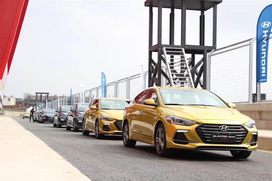 南陽實業宣布,前一百位下訂並領牌的車主,可免費參加12月初於麗寶賽車場的體驗活動。(圖/中時電子報拍攝)