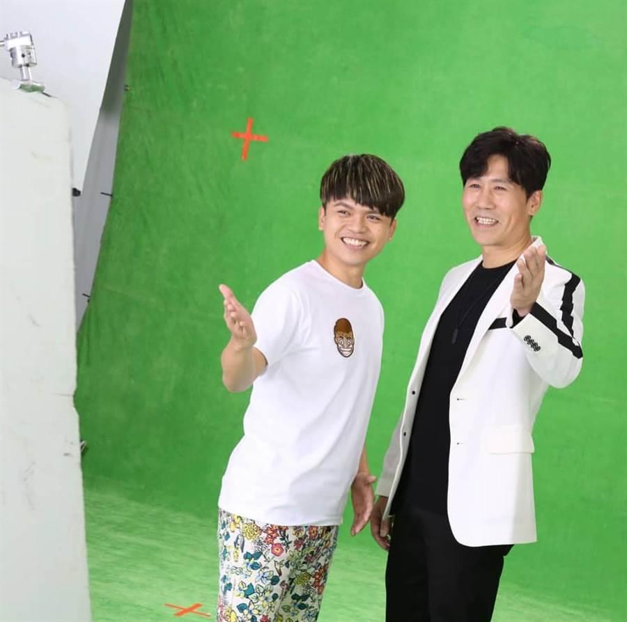 傳羅時豐(右)與蔡阿嘎日前合作拍攝新版斯斯廣告。(翻攝蔡阿嘎IG)