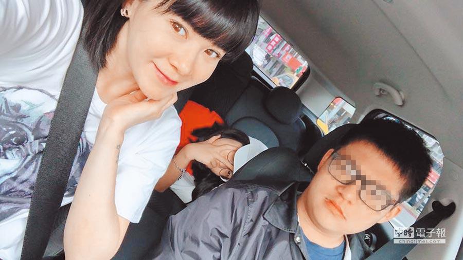 陸元琪(左)離婚後獨自扶養一兒一女。(翻攝自臉書)