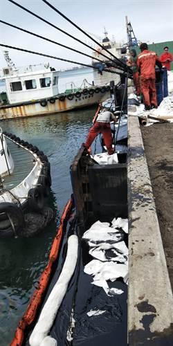 中油油管疑洩漏 台中港碼頭遭重油汙染