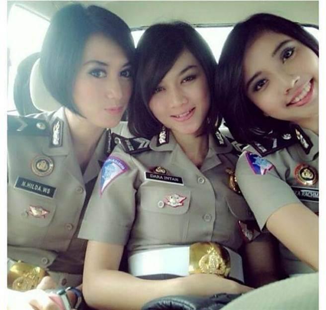 印尼女性報考警查相當不易。(翻攝自臉書)