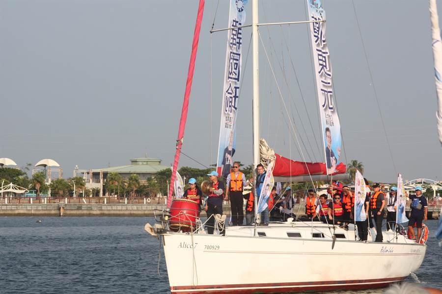 韓國瑜暢遊興達港,承諾未來當上高雄市長一定將興達港打造成第二個墾丁。(林雅惠攝)