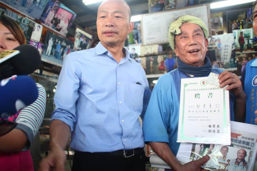 擁有18年民進黨黨齡的知名鑄劍師郭常喜,20日也現身力挺韓國瑜。(林雅惠攝)