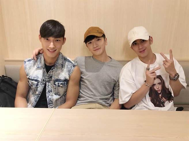 因拍戲演員產生好感情,左起:唐綸、葛丞、陳慕。(圖/記者李家穎攝)