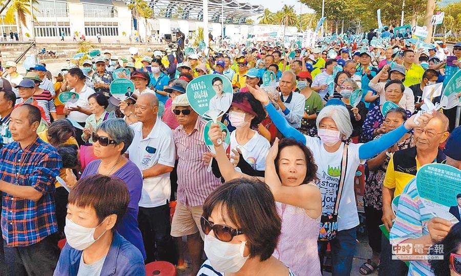 民進黨版高雄「反併吞護台灣、反介入顧高雄」,警方評估到場人數約5000人左右。 (劉宥廷攝)