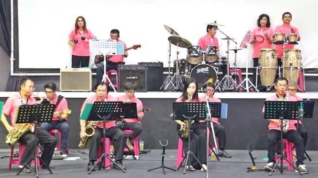 ▲南投縣首支鼓王爵士大樂團成軍,將擔綱全國素人歌唱大賽的演奏樂團,也是全國巡迴慈善公演的第1場。(楊樹煌攝)