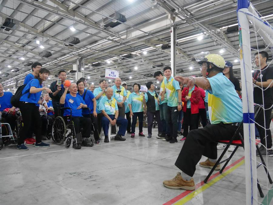 第五屆「創齡~銀向樂活全國老人福利機構運動會」,在台中市熱鬧舉行。(盧金足翻攝)