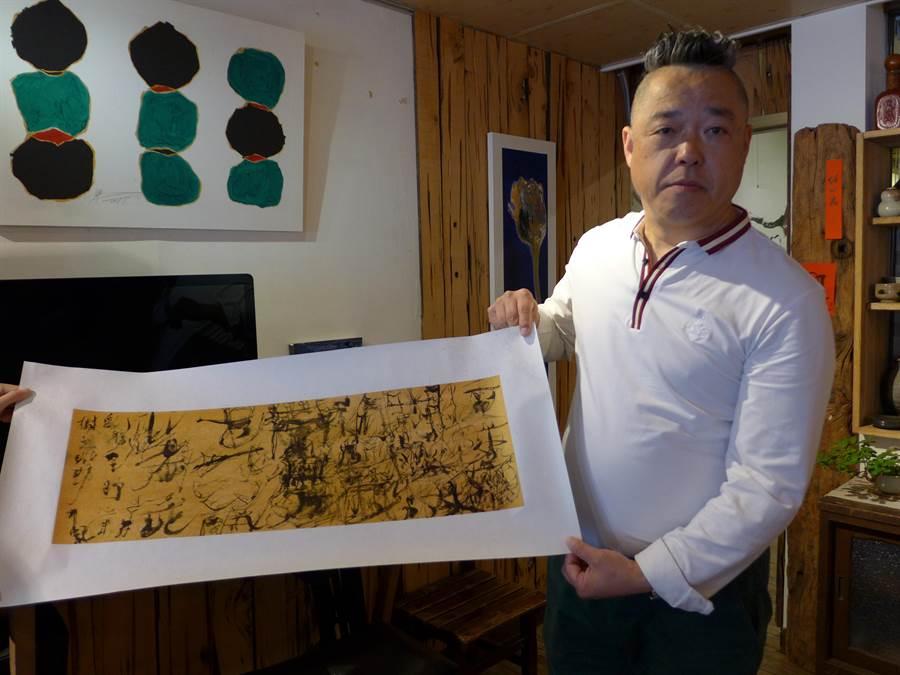 促進兩岸文化交流,中國知名當代藝術家魏立剛首度登台展出創作,已吸引多位年輕收藏家收藏。(林欣儀攝)