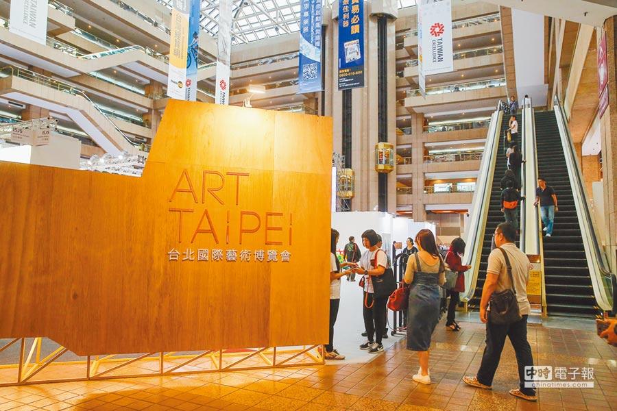 民眾參觀台北國際藝術博覽會。(本報系資料照片)