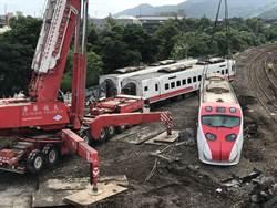 普悠瑪出軌40小時   台鐵吊掛最後一節車尾車廂