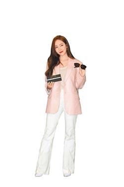 鄭秀妍樂幫粉絲搶鏡
