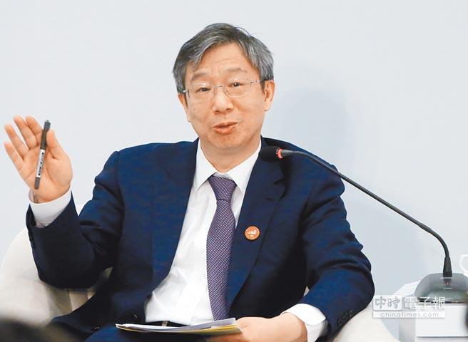 中國人民銀行行長易綱,在1980年被派往美國學習經濟及管理。這是4月11日,他在博鰲亞洲論壇發言。(中新社)
