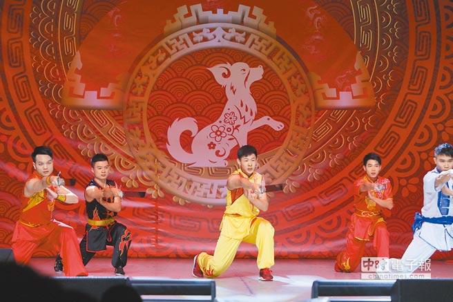 1月25日,在白俄羅斯首都明斯克,中國留學生在新春聯歡晚會表演節目。(新華社)