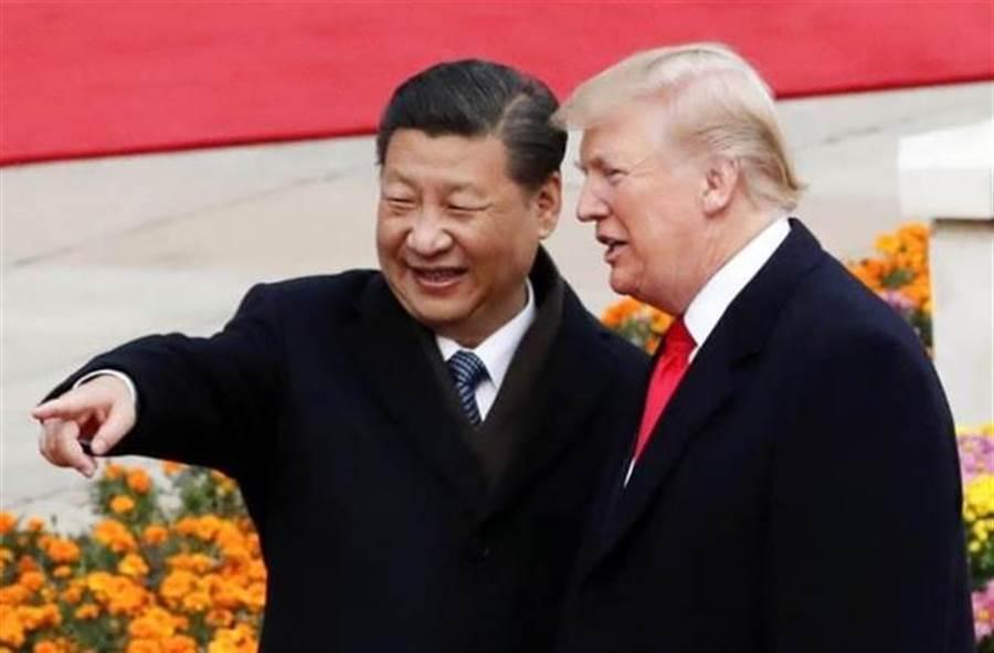 大陸國家主席習近平(左)和美國總統川普(右)友好關係恐不再。(中新社資料照片)