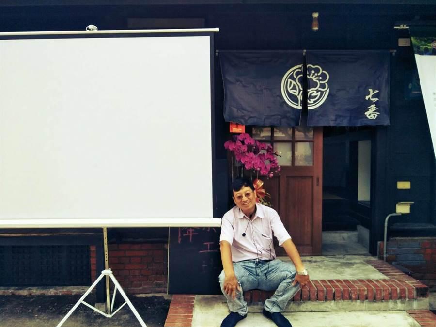 台南市第五選區無黨籍市議員參選人高忠義近日推出「聞子電影院」,免費讓社區父母帶小孩來觀賞電影,除了服務市民,也希望選後能持續推動地方文化發展。(李其樺翻攝)