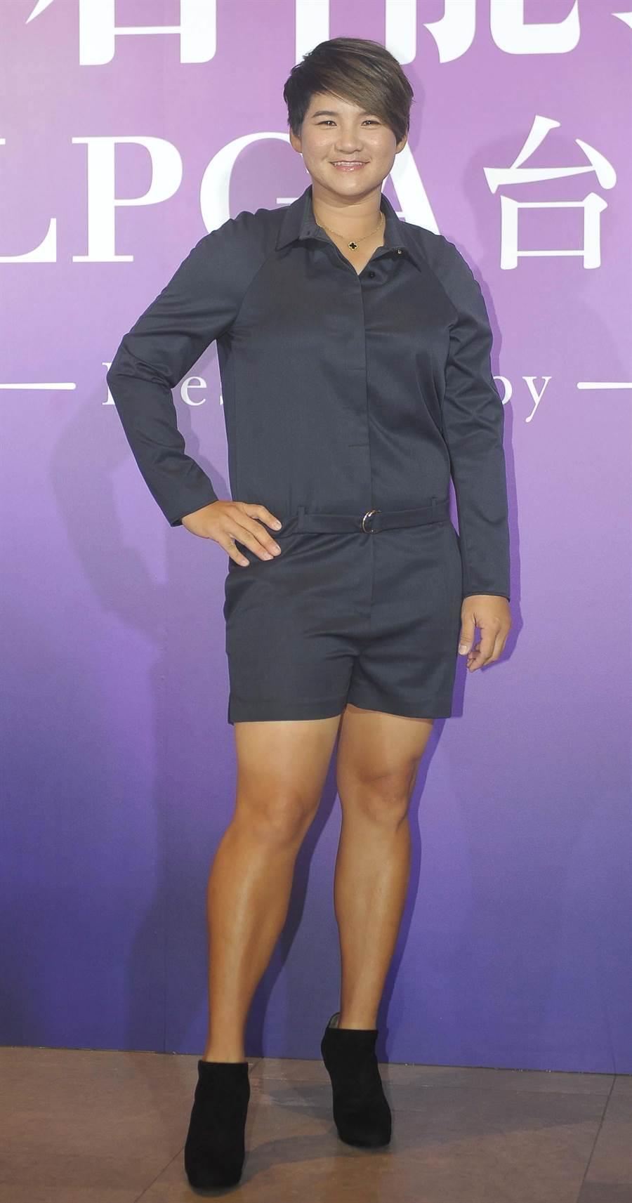 曾雅妮為了裙襬搖搖選手歡迎晚會精心打扮。(季志翔攝)