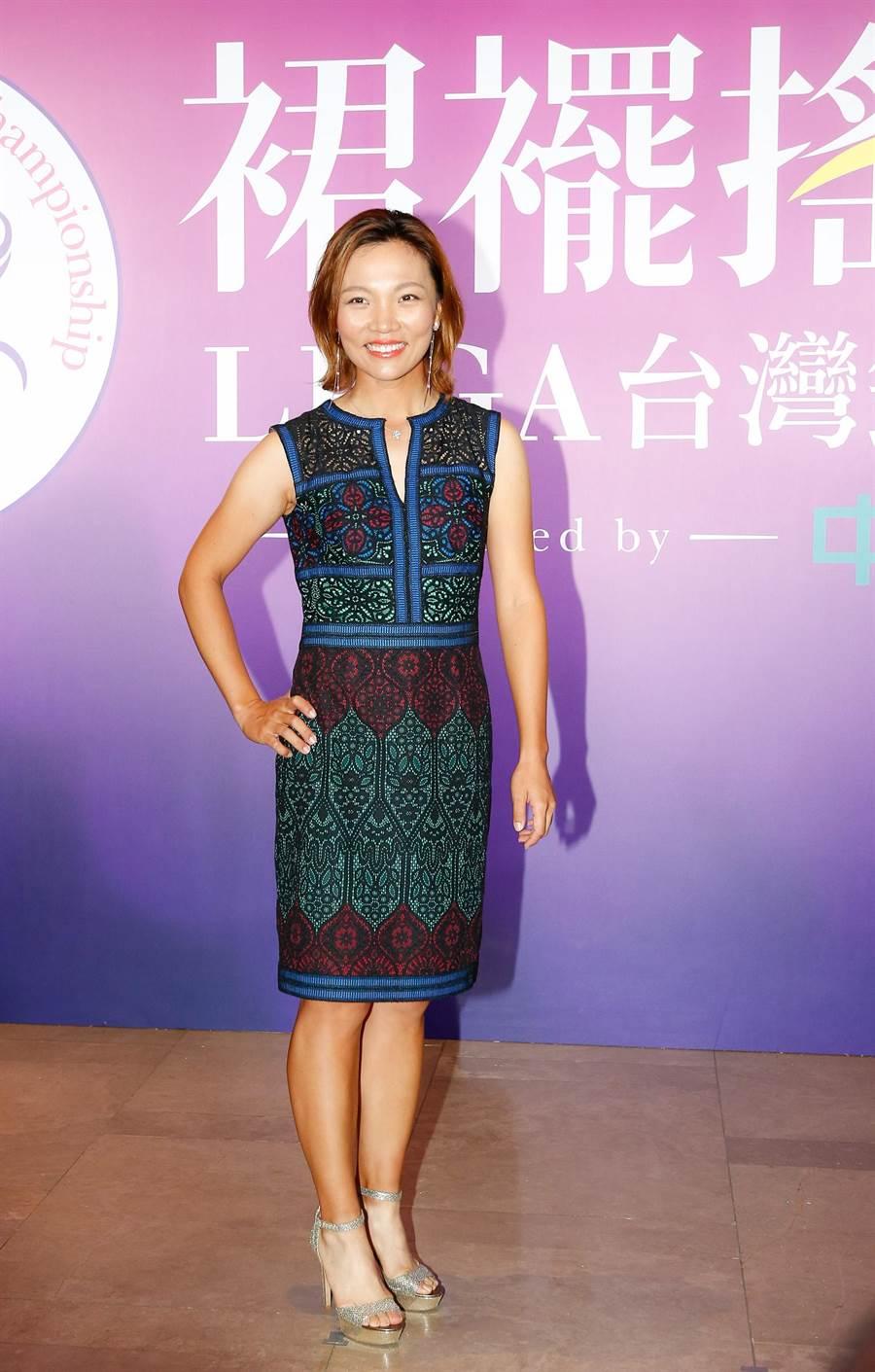 台灣高爾夫女將盧曉晴,漂亮出席裙襬搖搖LPGA台灣錦標賽選手歡迎晚宴。(裙襬搖搖基金會提供)