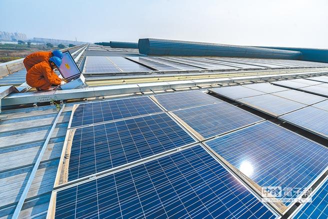 大陸風力、太陽能發電等新型能源,有迅猛發展的態勢。圖為浙江一處太陽能發電設備。(新華社資料照片)