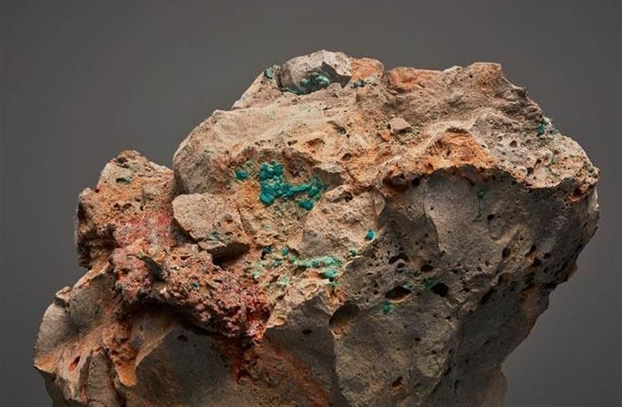 朱利安.夏利耶《變質岩XLIV》作品(藝術家與德國波昂VG Bild-Kunst協會)圖/臺北市立美術館