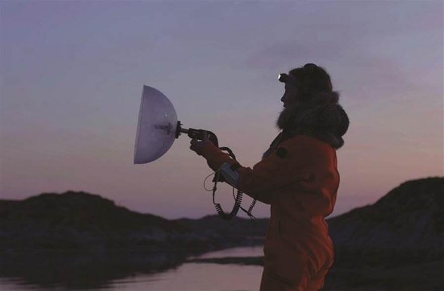烏蘇拉.畢曼《聲海》作品,錄像裝置、科學儀器。圖/臺北市立美術館