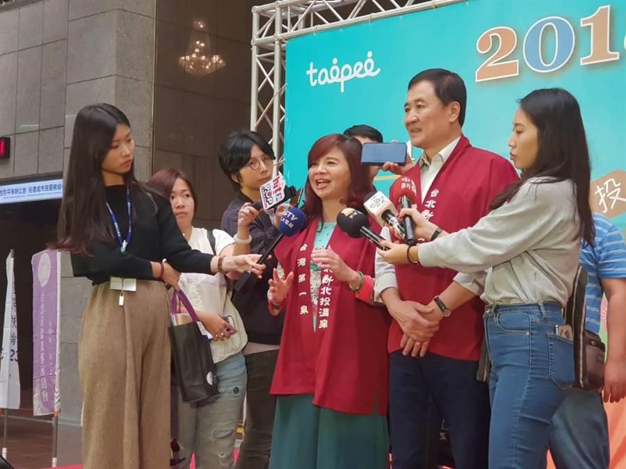 台北市副市長陳景峻與台北市溫泉發展協會理事長周水於臺北溫泉季記者會受訪。(圖/游定剛)