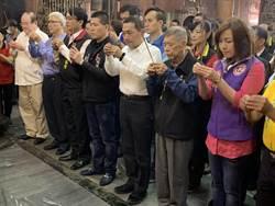新北》侯友宜至板橋慈惠宮 為普悠瑪事件傷亡者祈禱