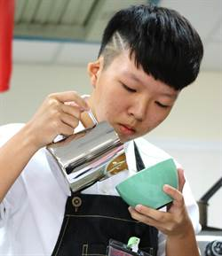 全國莫凡彼南開盃咖啡拉花比賽 嘉南科大與亞洲餐旅學校奪冠
