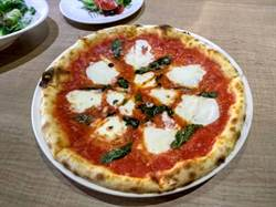 隱身巷弄的手工披薩 經典風味創新口感