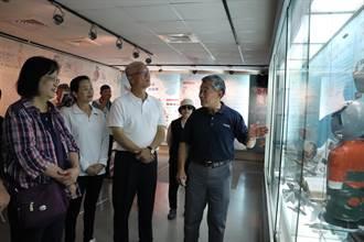 新竹》無黨籍市長候選人謝文進訪眷村博物館 向英勇飛官致敬