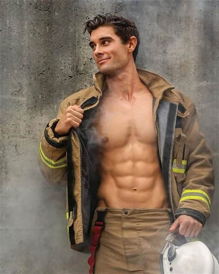 (圖/FB@Australian Firefighters Calendar提供)